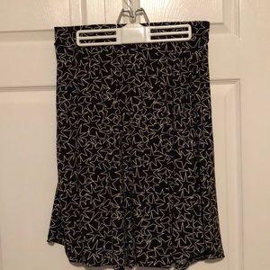 Black and Cream LuLaRoe Star ⭐️Madison skirt RARE